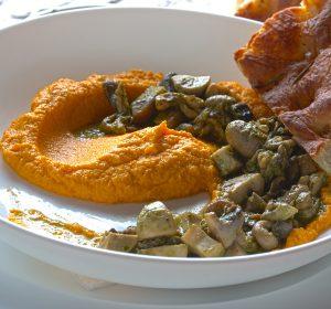Hommus de cenoura com cogumelos ao pesto e focaccia da casa