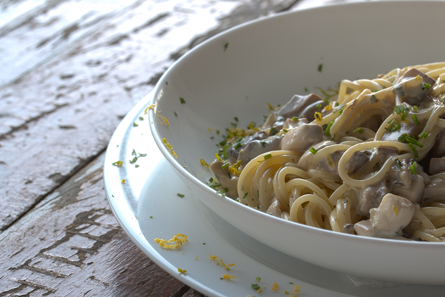 Spaguettini ao molho de cogumelos e limao siciliano